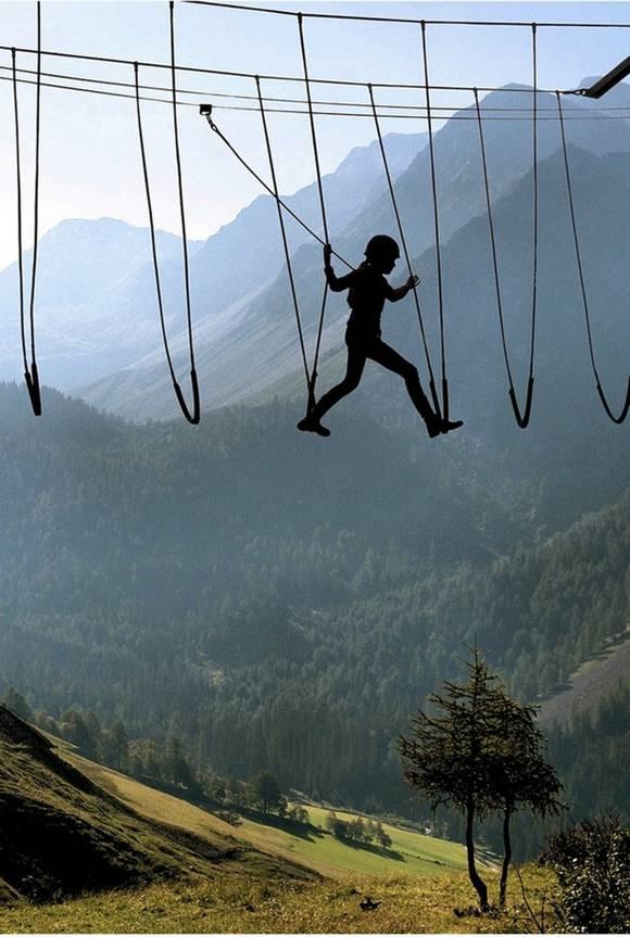 Marcher dans l'air dans les Alpes